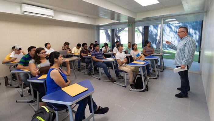 Analiza la UDG modelo híbrido de regreso a clases presenciales