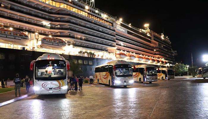 Sí dejaron bajar en PV a los tripulantes del Koningsdam!