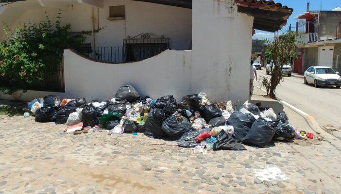 Vecinos de Ixtapa exigen a la autoridad que no se olvide de recoger la basura