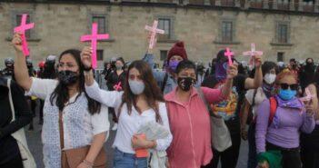 Despide la UNAM a profesor que dijo que los feminicidios 'son un acto de amor'