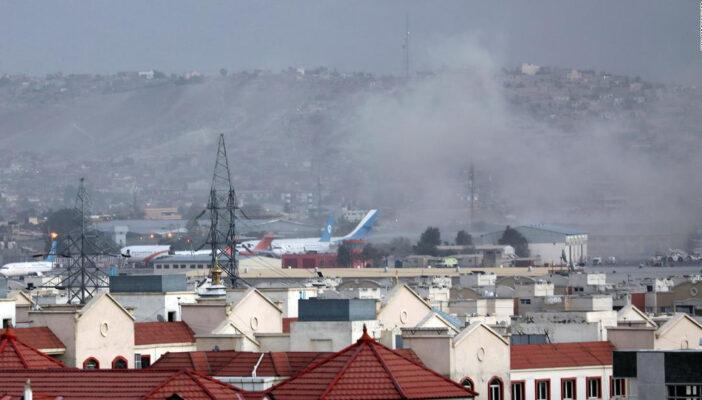 Reportan explosión fuera del aeropuerto de Kabul