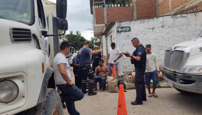 Rescatan a trabajador de Seapal de quedar 'sepultado' vivo