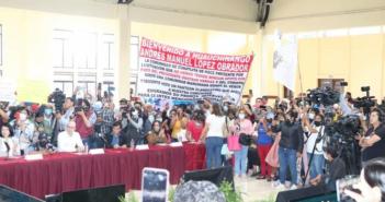 Dan portazo en evento de AMLO damnificados por 'Grace' en Puebla