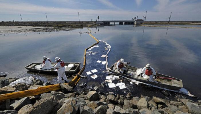"""""""Catástrofe medioambiental"""" en California tras un derrame de petróleo"""
