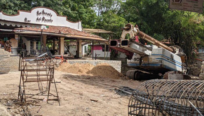 Continúa construcción del puente colapsado en el centro de Vallarta