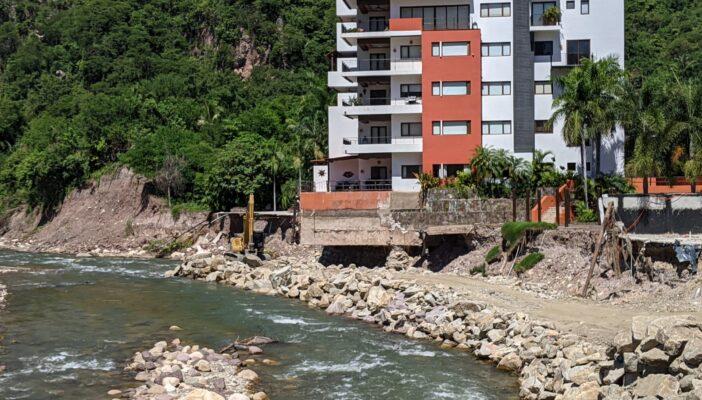 Siguen las obras en el Río Cuale y el cauce cada vez más reducido